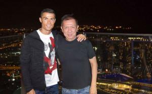 Роналдо се забавлява със собственика на Валенсия