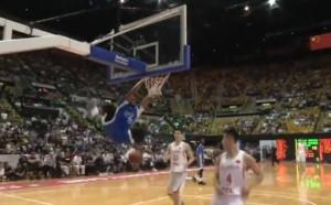 Играчи от НБА в празненствата за годишнината на Хонконг