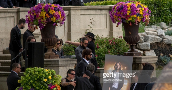 """Погребението на вокалиста на групата """"Линкин парк"""" Честър Бенингтън се"""