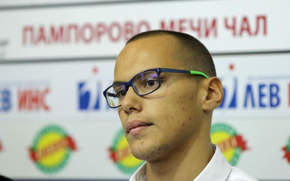 Антъни Иванов поведе младите ни плувци към Световното