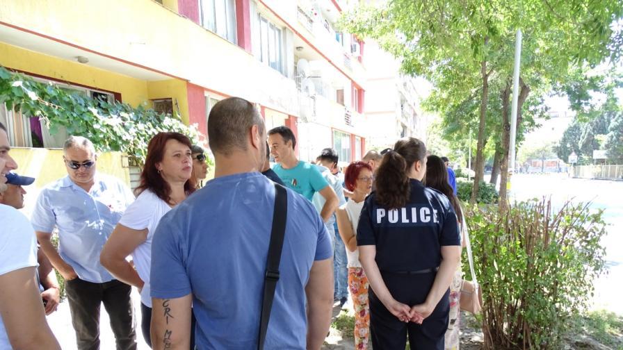 Полицаи на протест, униформен: Срам ме е