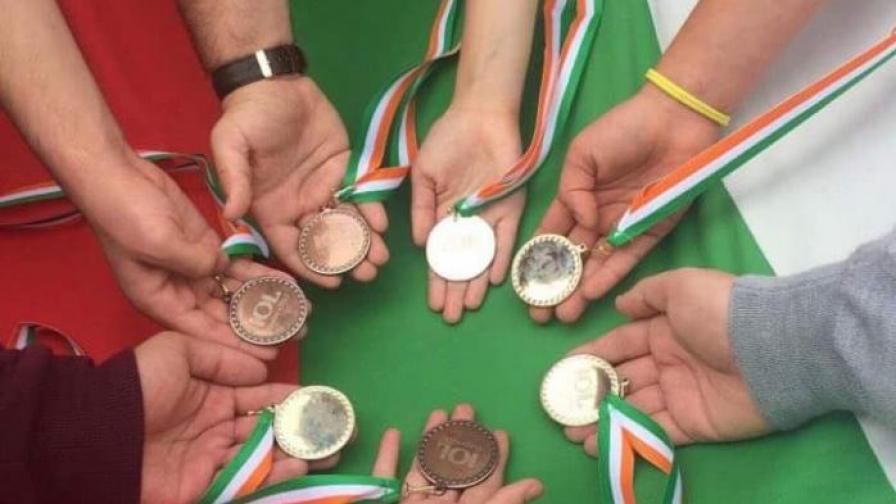 Българските ученици с 8 отличия от международна олимпиада по лингвистика