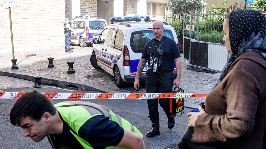 Кола се вряза в пицария край Париж, жертва и ранени