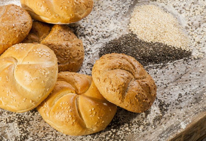<p>&nbsp;</p>  <p><strong>Хляб</strong>&nbsp;- Хлябът е важен компонент на балканската кухня. Сервира се на всяко хранене. Типични са добре овкусените с различни подправки хлябове.</p>