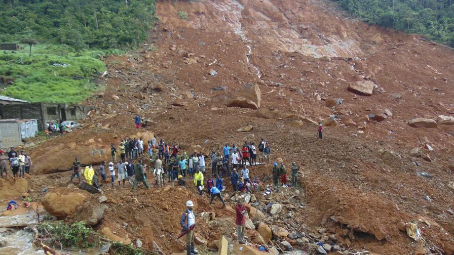 Стотици погребани от кален потоп в Сиера Леоне