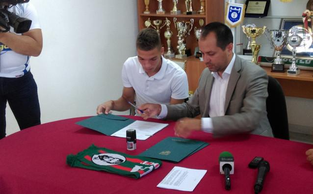 Ботев Враца подписа с минал през школите на Левски и Славия