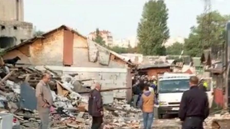 """Събарят незаконни къщи в гетото в """"Захарна фабрика"""""""