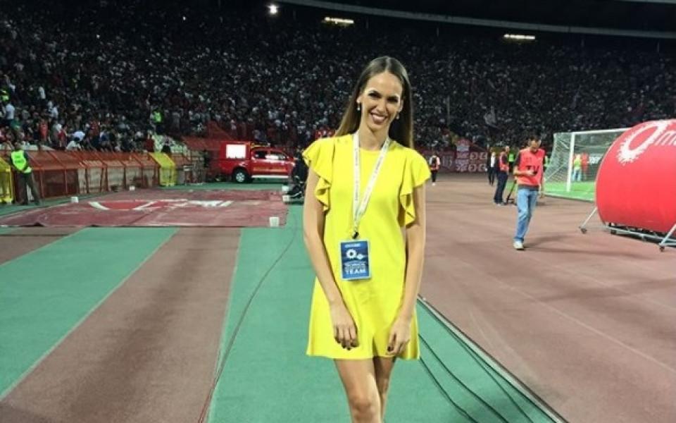 Репортерка плака от щастие за успех на любимия тим