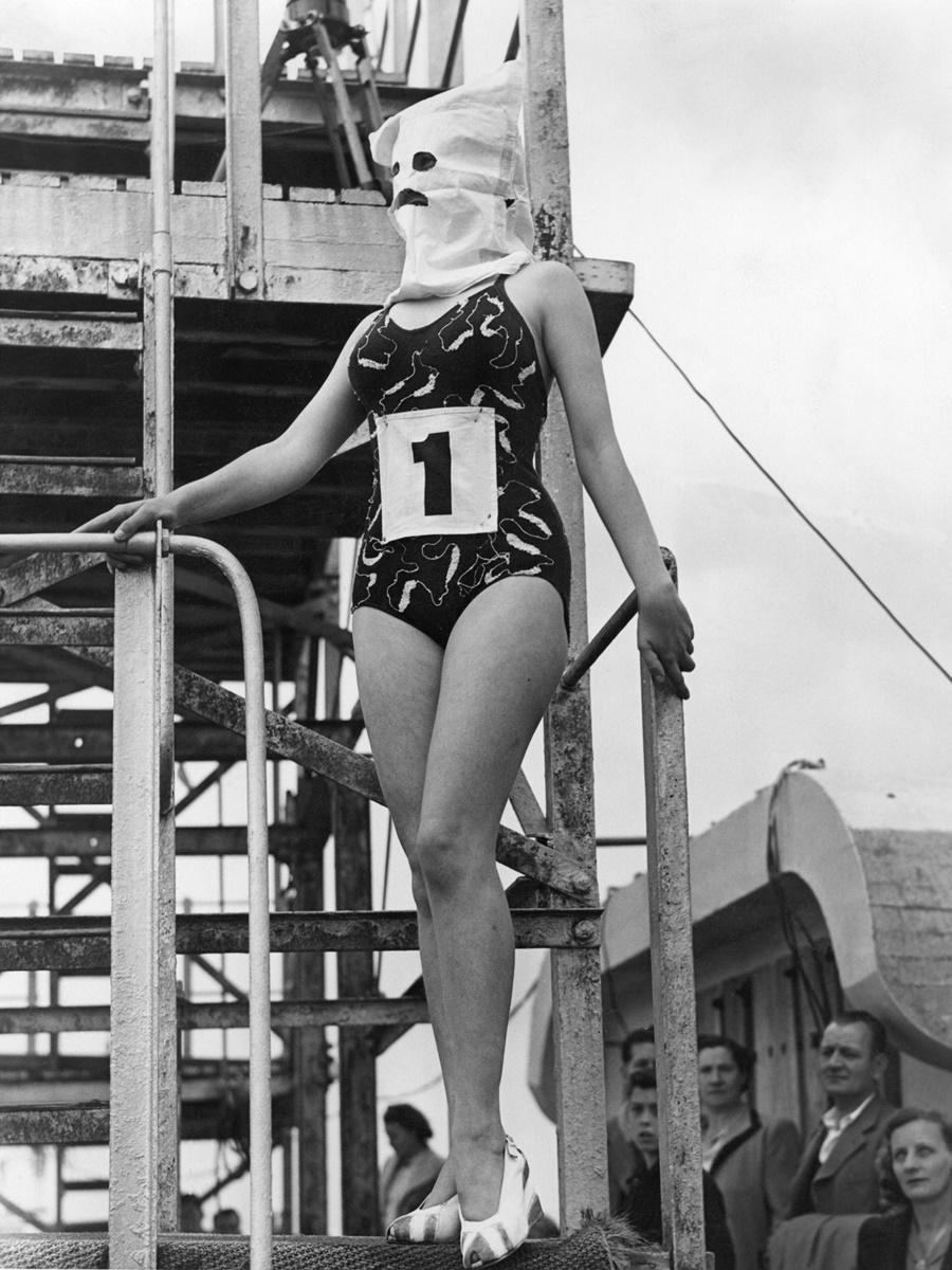 28 август 1946 г.: Победителката в конкурс за най-елегантна фигура.