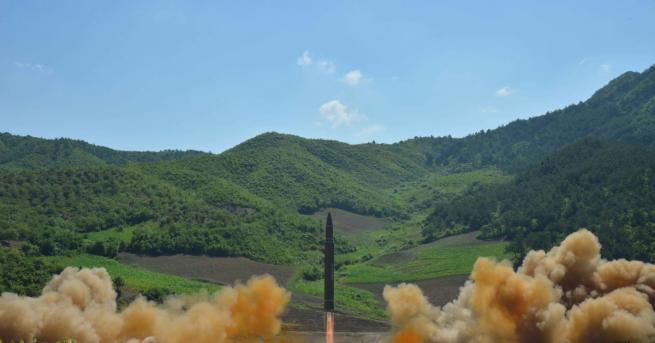 Параноята, че Северна Корея може да изстреля ракета срещу друга
