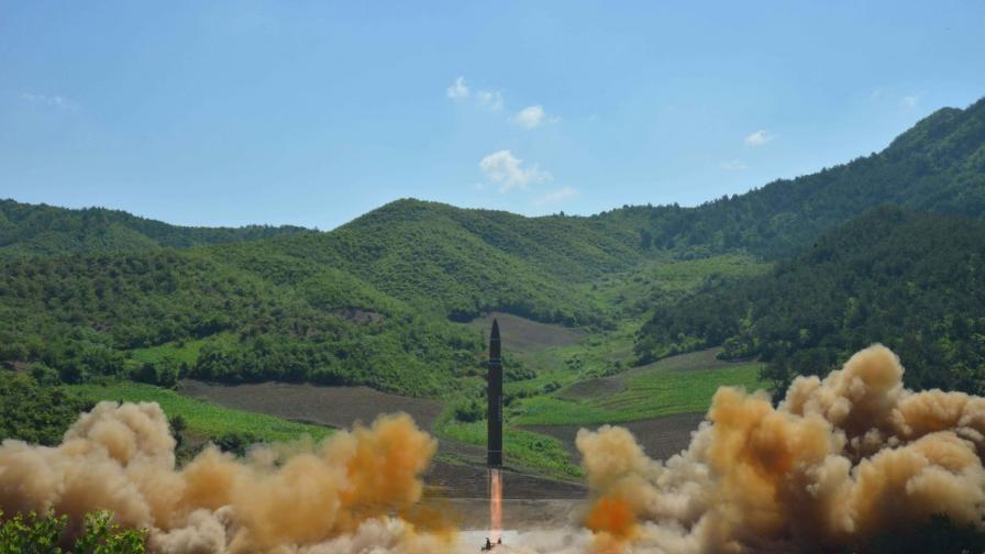 Ким Чен-ун стана баща, изстреля ракета над Япония