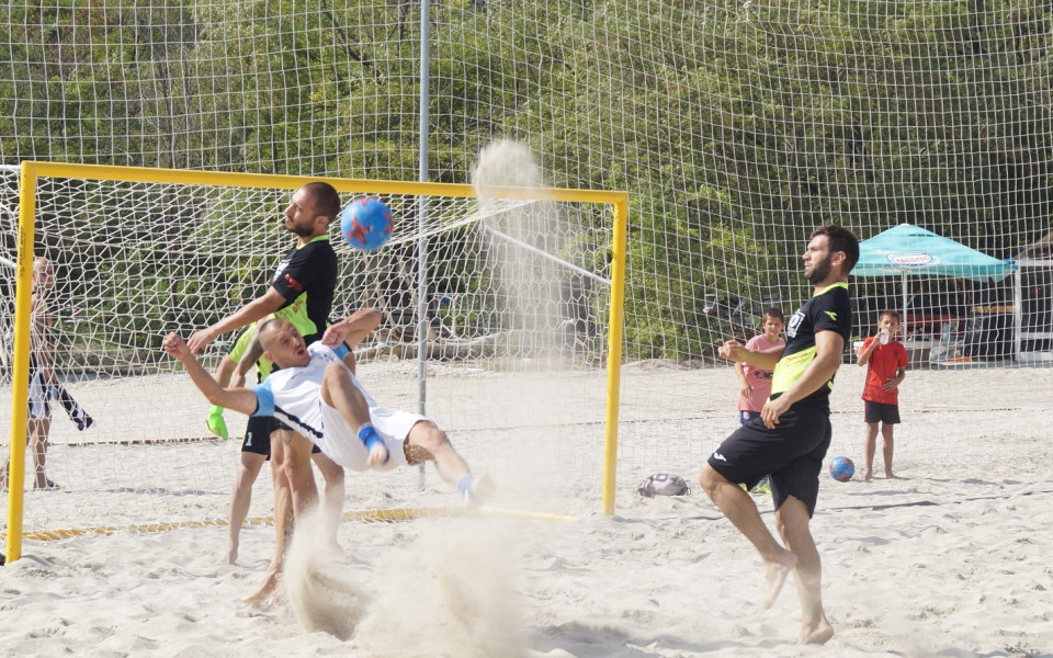 С дъжд от голове започна вторият ден от финалите на държавното по плажен футбол