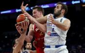 Русия отстрани Гърция на европейското по баскет, на 1/2-финал е
