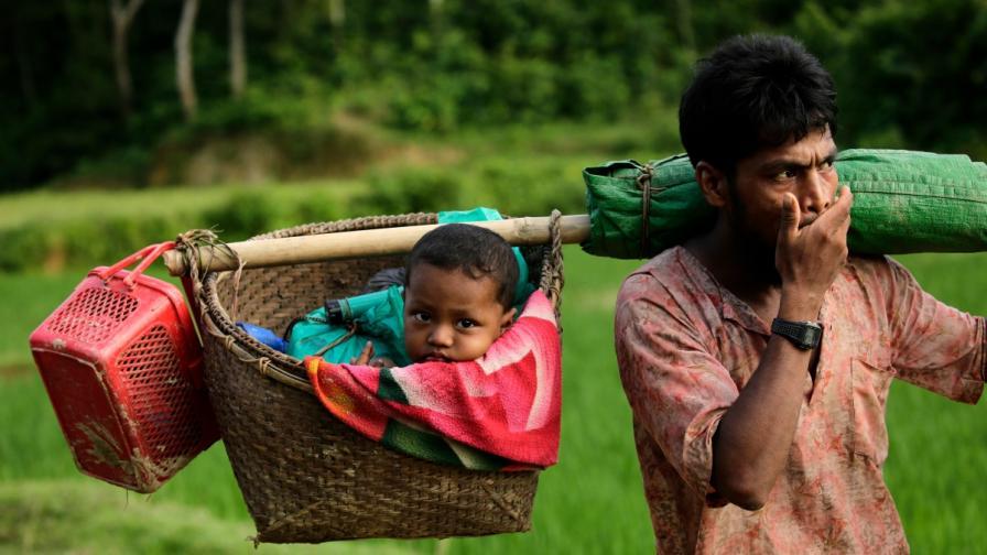 Рохингите са принудени да бягат от Мианмар в съседен Бангладеш