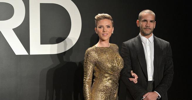 32-годишната актриса Скарлет Йохансон и съпругът ѝ - журналистът Роман