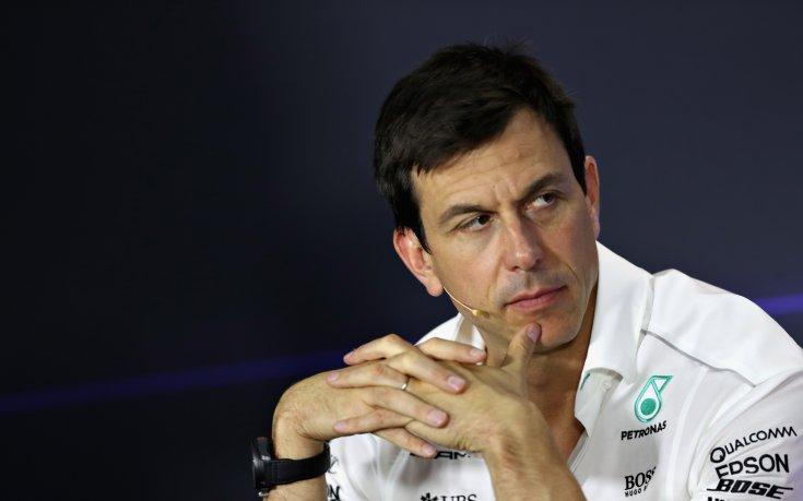 Шефът на Мерцедес: Донякъде съчувствам на Ферари