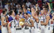 Словенците празнуват, Драгич поздрави призьорите