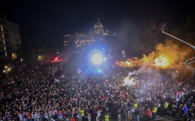 Феновете на Сърбия изпълниха един от централните площади в Белград<strong> източник: StarSport</strong>