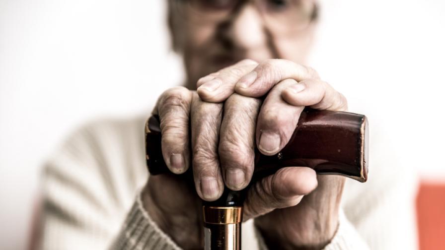 Една от хипотезите гласи, че стареенето и свързаната с него смърт са програмирани от еволюцията.