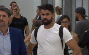 Диего Коста акостира на летището в Мадрид