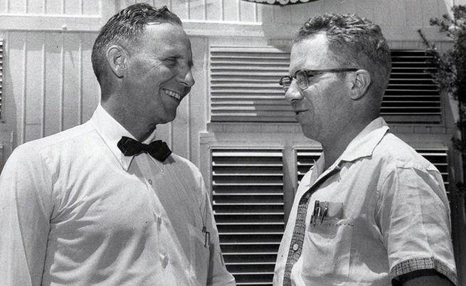 Робърт Симпсън (ляво)
