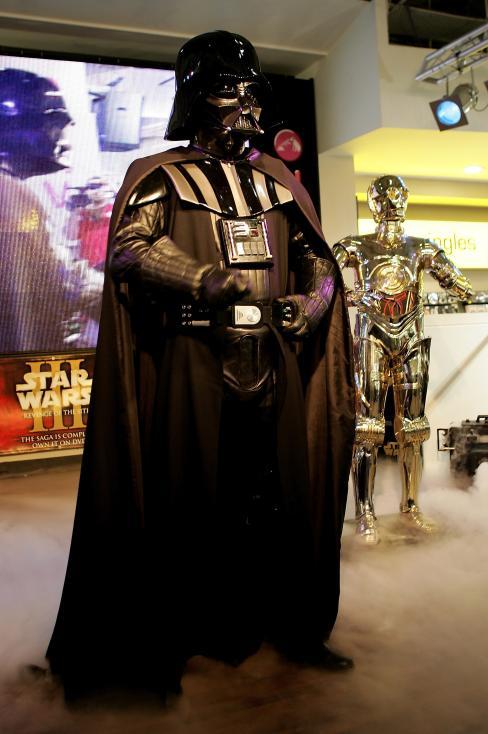 """- """"Междузвездни войни: Епизод V - Империята отвръща на удара"""" - 2005 г."""