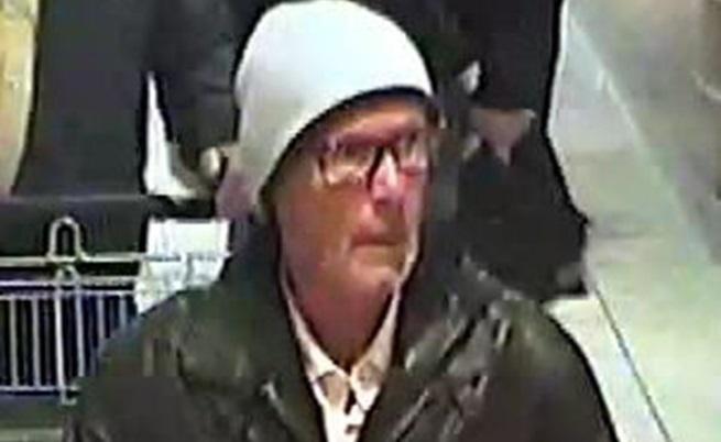 Кадър от видеото, заснело мъжът, издирван от полицията в Германия