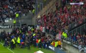 Сектор във Франция поддаде, прекратиха мач в Лига 1
