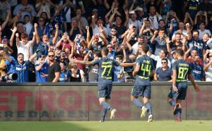 Интер продължи със силното представяне, Лацио мачка