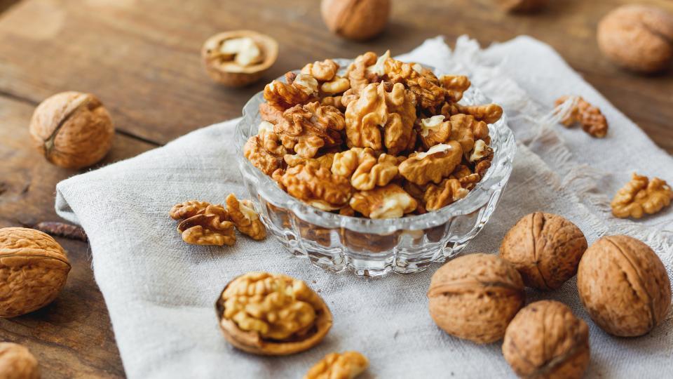 Яжте орехи за отслабване и дълголетие