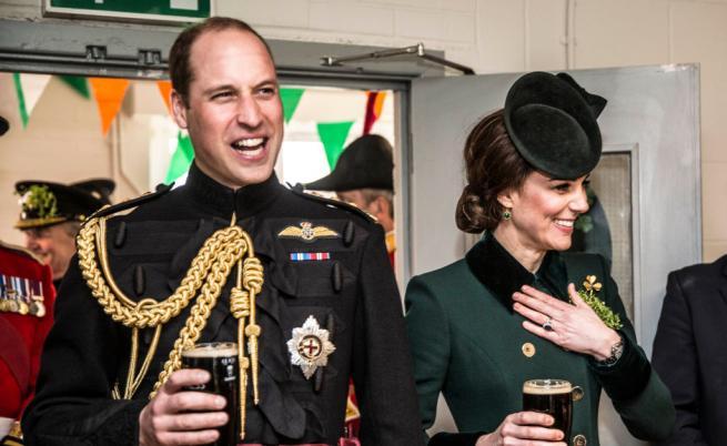 Принц Уилям и Катрин, херцогиня на Кембридж, опитват чаша от може би най-известния стаут в света - Guinness, 2017.