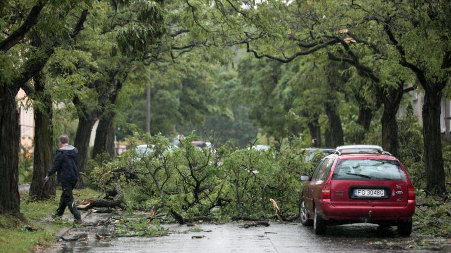 "Убийствени урагани в Европа, ""Нейт"" взе 22 жертви"