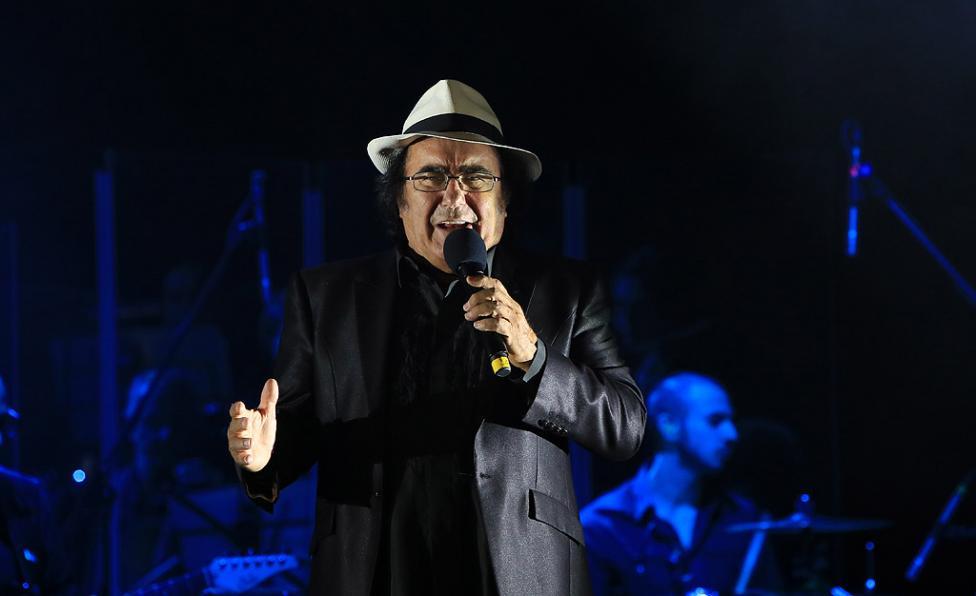 Сн. 20  - Италианският певец Ал Бано с новия си спектакъл в НДК. Той излезе на сцената с виртуозите от Софийска филхармония, И представи всичките си големи...