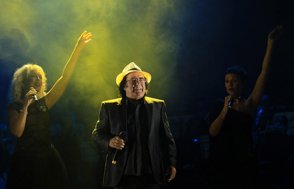 Сн. 16  - Италианският певец Ал Бано с новия си спектакъл в НДК. Той излезе на сцената с виртуозите от Софийска филхармония, И представи всичките си големи...