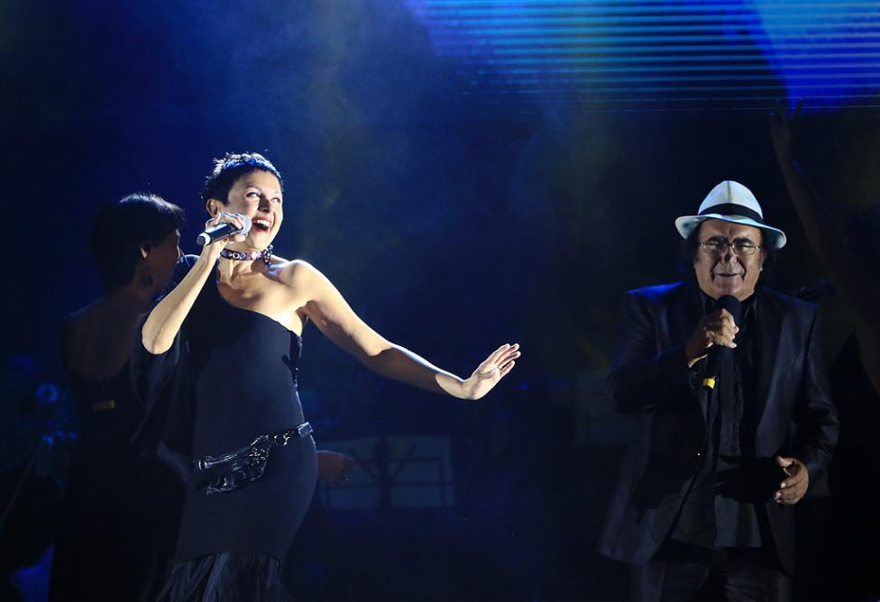 Сн. 13  - Италианският певец Ал Бано с новия си спектакъл в НДК. Той излезе на сцената с виртуозите от Софийска филхармония, И представи всичките си големи...