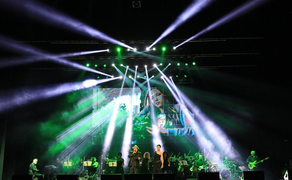 Сн. 10  - Италианският певец Ал Бано с новия си спектакъл в НДК. Той излезе на сцената с виртуозите от Софийска филхармония, И представи всичките си големи...