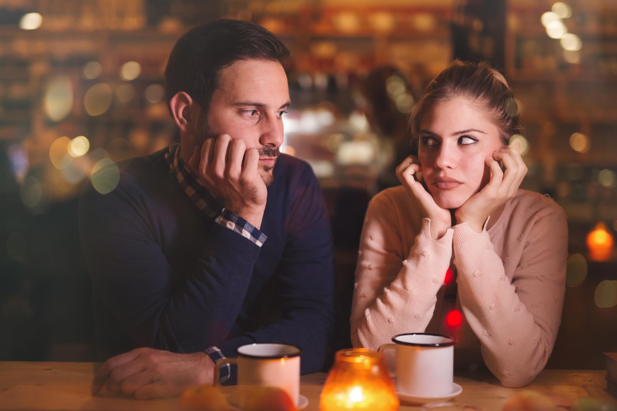 Не спират да са гневни на друг човек Ако един човек е постоянно гневен на друг, той не може да прецени и анализира внимателно ситуацията. Действията и думите могат да бъдат неразумни в такива моменти. Хората, които нараняват или правят неща, които не ви харесват, не следва да са обект на вниманието ви изобщо.