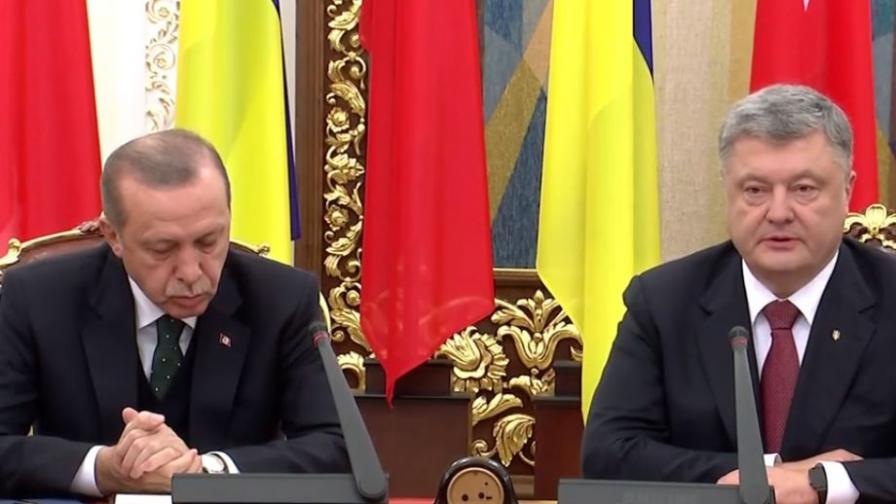 Реджеп Ердоган задряма на срещата си с Петро Порошенко