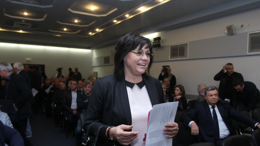 Корнелия Нинова на пленума на БСП