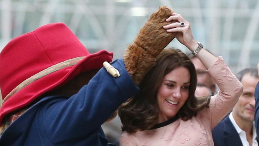Бременната Кейт отново пленителна на събитие