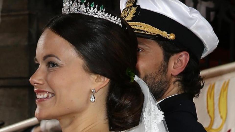 Принцеса София е известна със своята татуировка на гърба, която изобразява слънцето. Принцесата изключително рядко носи дрехи, които да показват нейната рисунка, но сватбената ѝ рокля определено не я е скрила.
