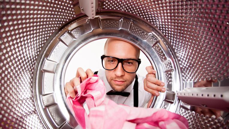чистене мъж жена почистване