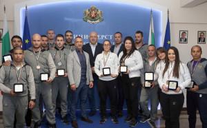 Кралев награди медалистите от Световнотопо шотокан карате-до