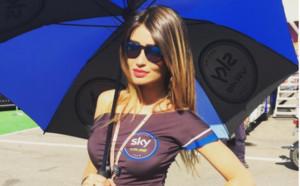Сластна секс бомба влуди социалните мрежи