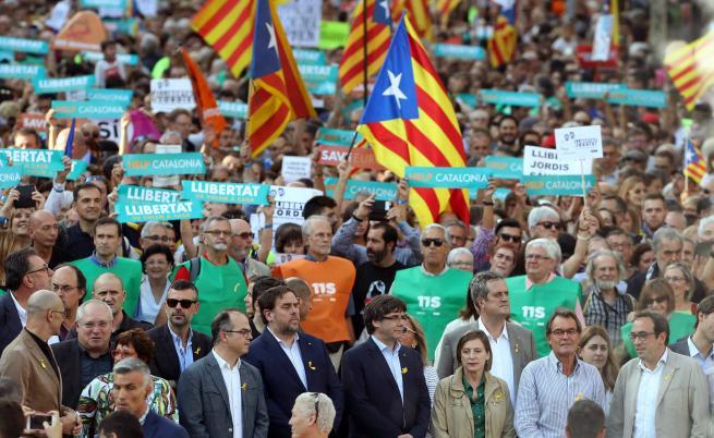 450 000 излязоха на протест в Барселона