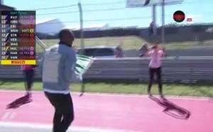 Юсейн Болт развя зеления флаг в Гран При на САЩ