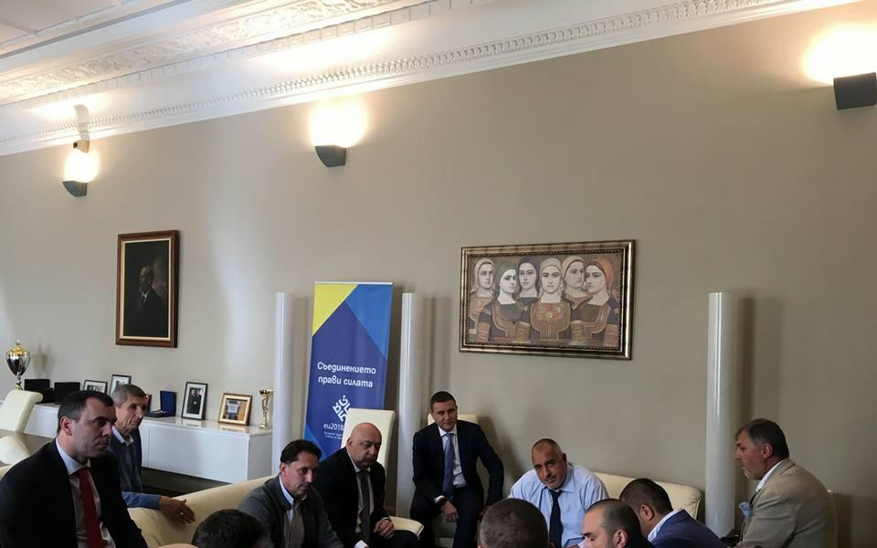 Фенове и деятели на Спартак Варна на среща с премиера за стадиона