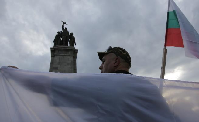 Русия се оплака след поруган паметник в София