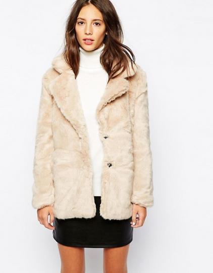 <p>Пухкави и секси - палтенцата на тази зима</p>