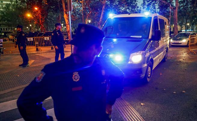 Затвориха лидерите на Каталуния, Пучдемон ще се търси в Европа